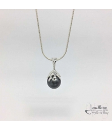 Pendant with a black Tahiti pearl by Jewelery signed Mylene Roy