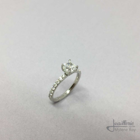 Engagement ring in 18k white gold with diamonds including a diamond cousin 1.02ct. by Jewelery signed Mylene Roy