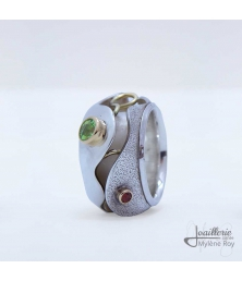 Ring with Peridot and Garnet by Jewelery signed Mylene Roy